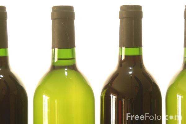 Generic_wine_bottles